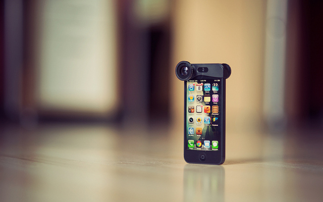 "img alt=""iphone lenses"""